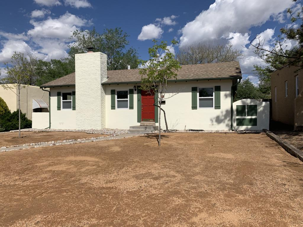 Cottage style home in Albuquerque's #1 best neighborhood to live!